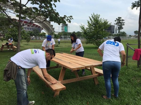 Esta semana, voluntarios de la empresa Walmart instalaron las mesas. | CORTESÍA SCOTIABANK