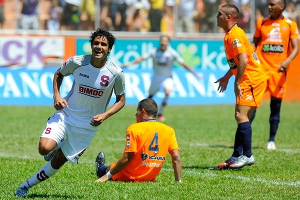 El volante saprissista Yeltsin Tejeda anotó en la última visita de los morados al Lito Pérez. El porteño Bryan Sánchez (4), también marcó. | ARCHIVO