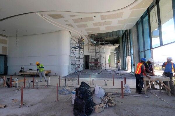 Esta foto corresponde al piso 18 donde donde los detalles del lobby del hotel comienzan a tomar forma. Foto: Rafael Pacheco