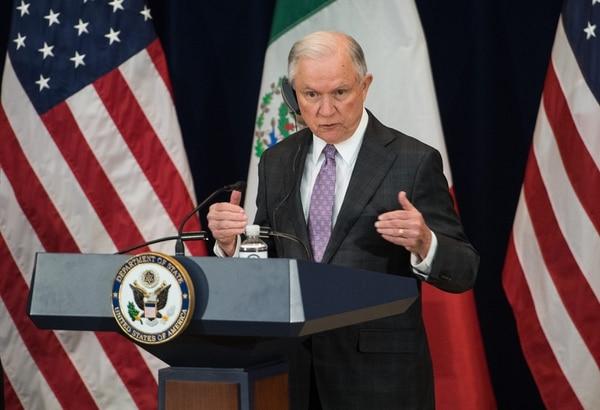 El Fiscal General de los Estados Unidos, Jeff Sessions, manifestó durante una conferencia de prensa que se enfocarán en desmantelar los laboratorios de Fentanilo. AFP