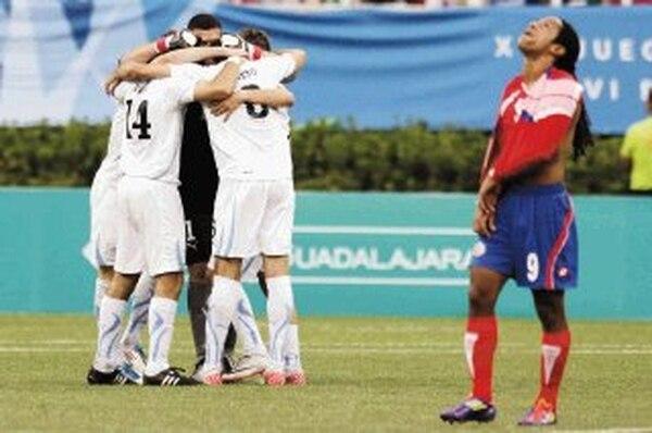 Costa Rica con Jonathan McDonald perdió la medalla de bronce de los juegos Panamericanos del 2011 ante Uruguay. Fotografía: AP