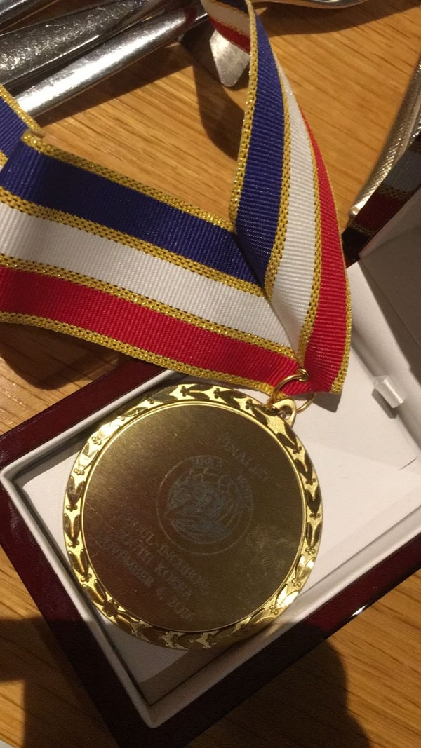 Esta fue la medalla que la organización le otorgó a la tica por su participación en el certamen.