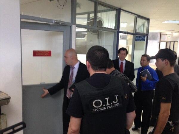 Agentes del OIJ de la sección de fraudes, allanaron la CCSS y entraron a una bóveda de seguridad a secuestrar información.