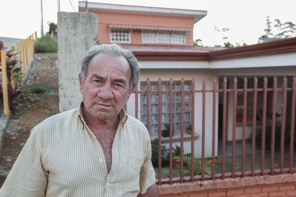 Además del infarto, a Fernando Cortés, vecino de Cartago, le diagnosticaron en 1992, miastenia grave, que es un trastorno en el cual el sistema inmunológico ataca por error al tejido sano.   JORGE ARCE