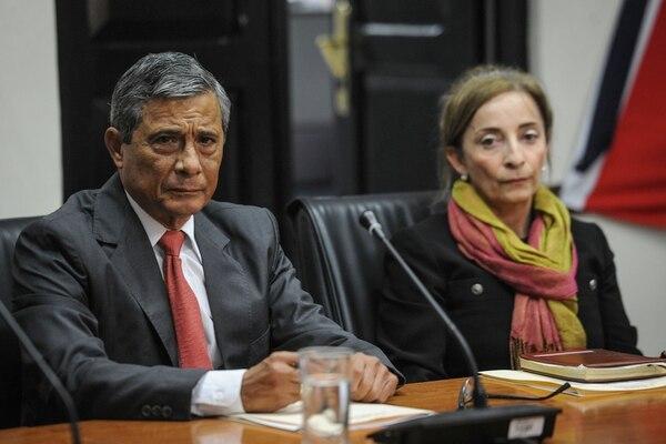 Berenice Smith (derecha) junto al fiscal general Jorge Chavarría, durante una comparecencia ante los diputados sobre el gasto público.