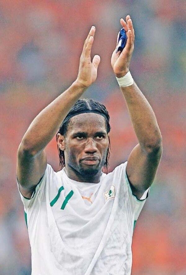 El segundo gol de Didier Drogba hizo que los locales se molestara. / Archivo