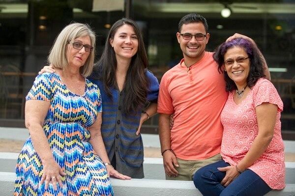 Alice Castillo y su hija Alexandra Quirós, y Mónica Núñez y su hijo Isaac Gómez son parte de las familias que luchan para mejorar los derechos de personas LGBTI. | JOSÉ CORDERO