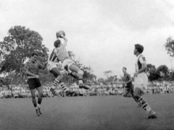 Un partido en el estadio de la Liga en 1950. Ahí, los rojinegros recibieron a Cartaginés.
