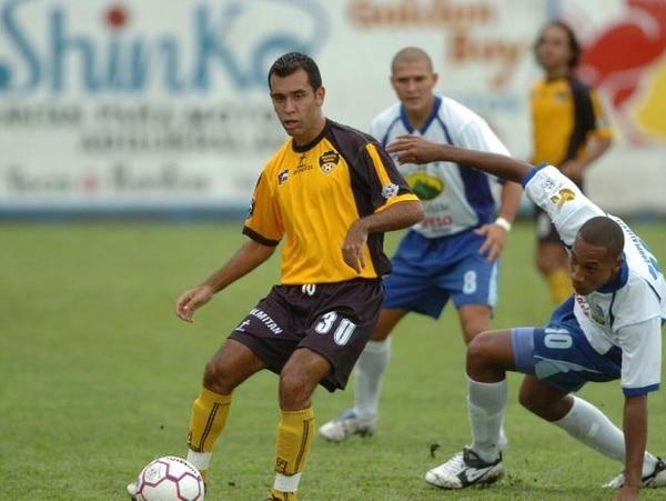 Randy Cubero jugó en 2007 en Municipal Liberia. En julio llegó Sotela. | ARCH.