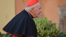 Cardenal estadounidense expulsado de la Iglesia es acusado de abuso sexual