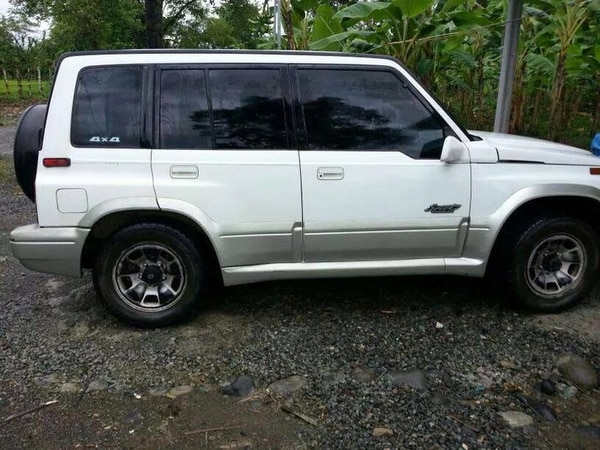 Si ve este carro, placa 527870 llame al OIJ o avise a la delegación más cercana de la Policía. Se trata del Suzuki de la familia desaparecida en Limón.