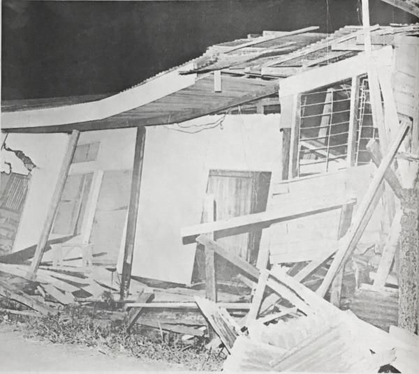 Si no era por el terremoto, era por las réplicas: cientos de hogares en el centro de Limón se destruyeron tras el terremoto.