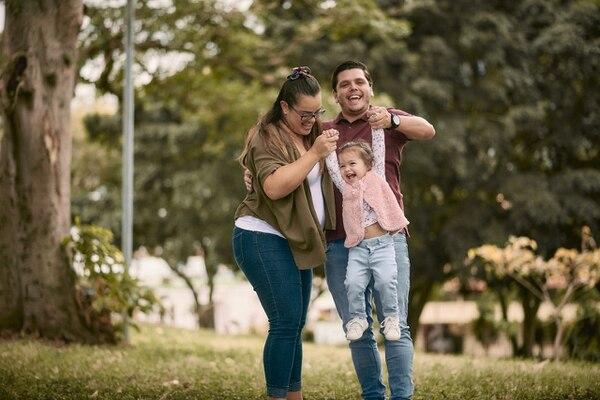 Leonardo Esquivel y Rebeca Jiménez se convirtieron en papás de Amanda el 7 de marzo del 2019. LK Photography para LN