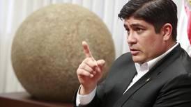 Carlos Alvarado pide a países 'dejar de lado el acaparamiento' de vacunas contra covid-19