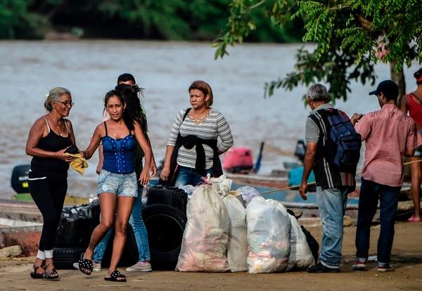 Venezolanos recién llegados a la localidad colombiana de Arauca, el 15 de mayo del 2019.