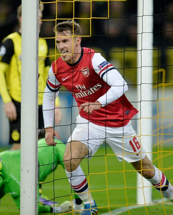 Aaron Ramsey celebra su gol, suficiente para la victoria del Arsenal en casa del Borussia Dortmund.