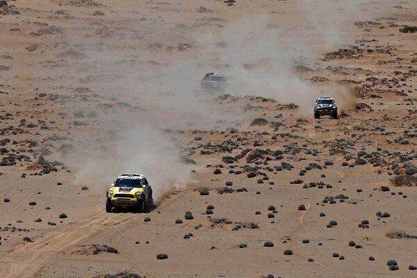 El español Joan 'Nani' Roma ganó hoy su primer título del Dakar en la categoría de coches.