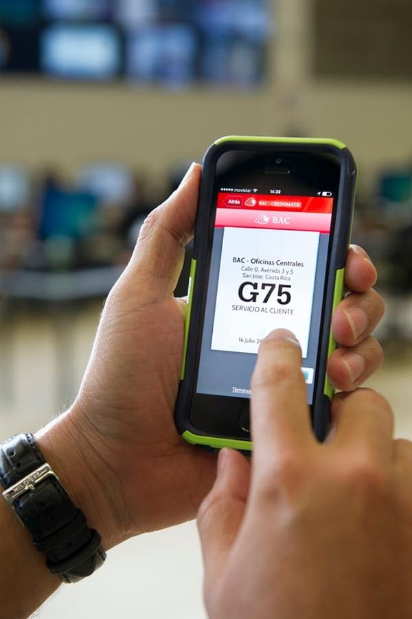 La 'app' BAC Ubícanos localiza las agencias y permite al usuario tomar la ficha para trámites desde el celular antes de llegar al banco. | GERMAN FONSECA