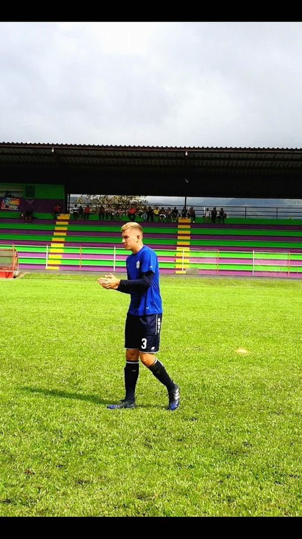 Fernán Faerron es un defensor, acá en un juego de Futbol Consultants Moravia. Fotografía: Cortesía