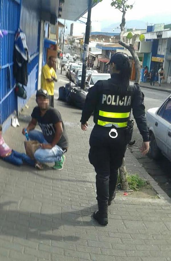 La hombre fue detenido mientras permanecía con su sobrina en las avenidad 4 y 6, calle 4, en el centro de San José.
