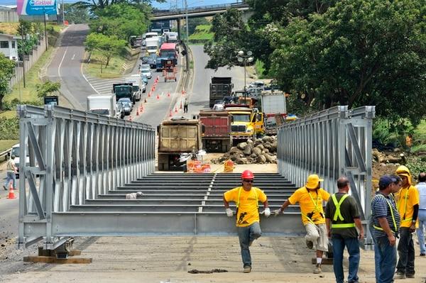 Con los puentes de 55 metros de largo se facilita el paso de vehículos, mientras las obras siguen de estabilización de taludes siguen adelante | RAFAEL PACHECO.