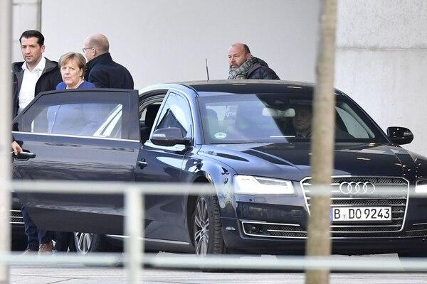 La canciller Ángela Merkel salía de la sede del Gobierno, en Berlín, este sábado 8 de febrero del 2020.