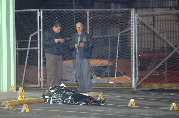 El crimen fue en parqueo de Megasúper, Alajuelita. | JOSÉ RIVERA/ARCHIVO