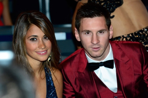 Lionel Messi con su pareja Antonella Rocuzzo en la premiación del Balón de Oro.