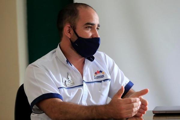 José Carlos Vargas tiene 21 años de trabajar en el Parque Diversiones y es el encargado del mantenimiento a las atracciones mecánicas. Foto: Rafael Pacheco.
