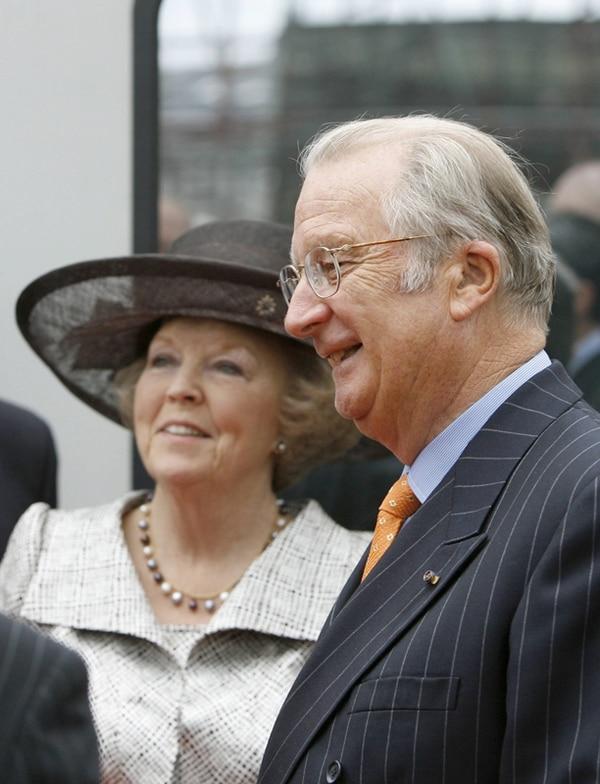 El rey Alberto y su esposa, Paola, en julio del 2012, en Bruselas.   EFE