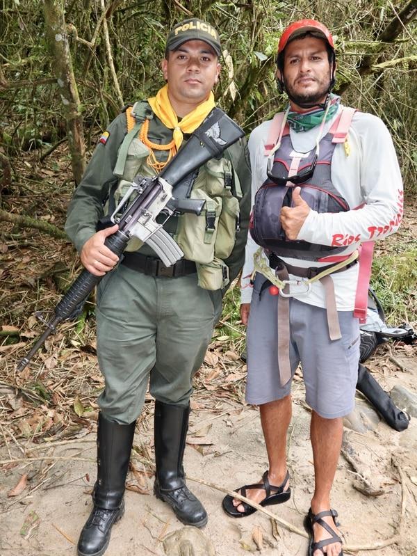 Max Solano, uno de los guías costarricenses, no solo hizo amistad con los excombatientes. Policías y militares también