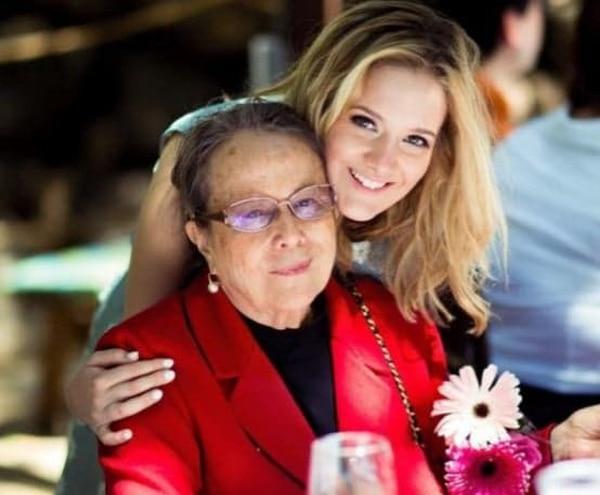 En el programa se reconocerá la labor de 50 años de Olga Cozza de Picado, presidenta de Televisora de Costa Rica. La periodista María Jesús Prada, quien aparece en la foto, será una de las presentadoras del especial. Foto: Archivo LN