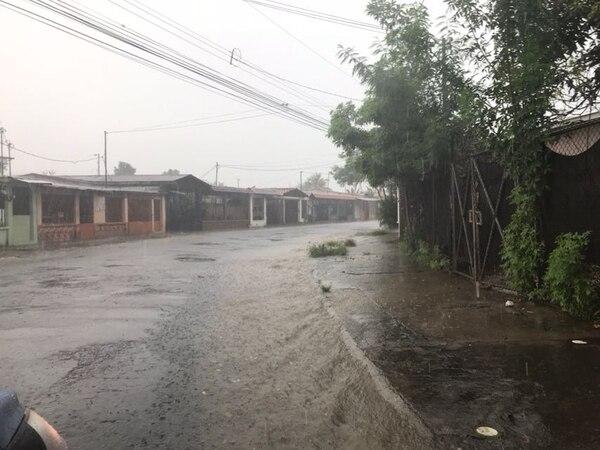 Poco antes de las 2 p. m. de este domingo llovía fuerte en Liberia, Guanacaste. A mitad de la semana entrante esos aguaceros podrían intensificarse.
