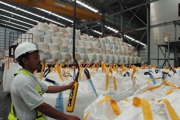 El azúcar se exportará en bolsas de una tonelada o en sacos de 50 kilos, según el mercado. Ya se enviaron 1.000 toneladas.   ARCHIVO