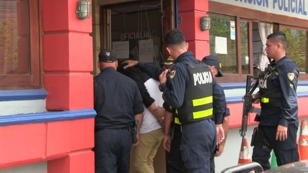 El sujeto fue detenido minutos después por la Fuerza Pública. Foto cortesía Noticias En Línea Puriscal.