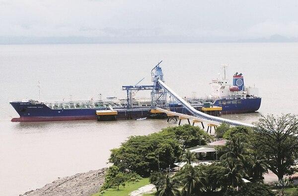 Las exportaciones de etanol se realizan por el muelle que tiene la Liga Agrícola Industrial de la Caña de Azúcar en Punta Morales, Puntarenas.