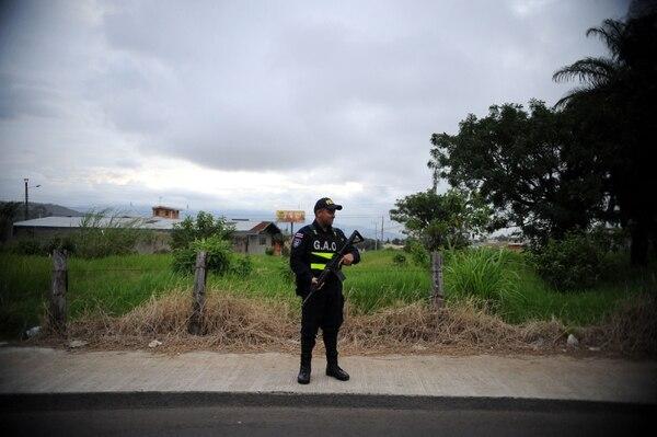 La Policía hace operativos casi a diario en la única entrada que tiene San Vicente de La Unión. Foto de Diana Méndez