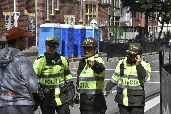 La Policía colombiana vigilaba este miércoles 6 de setiembre del 2017 las inmediaciones de la nunciatura apostólica, en Bogotá.