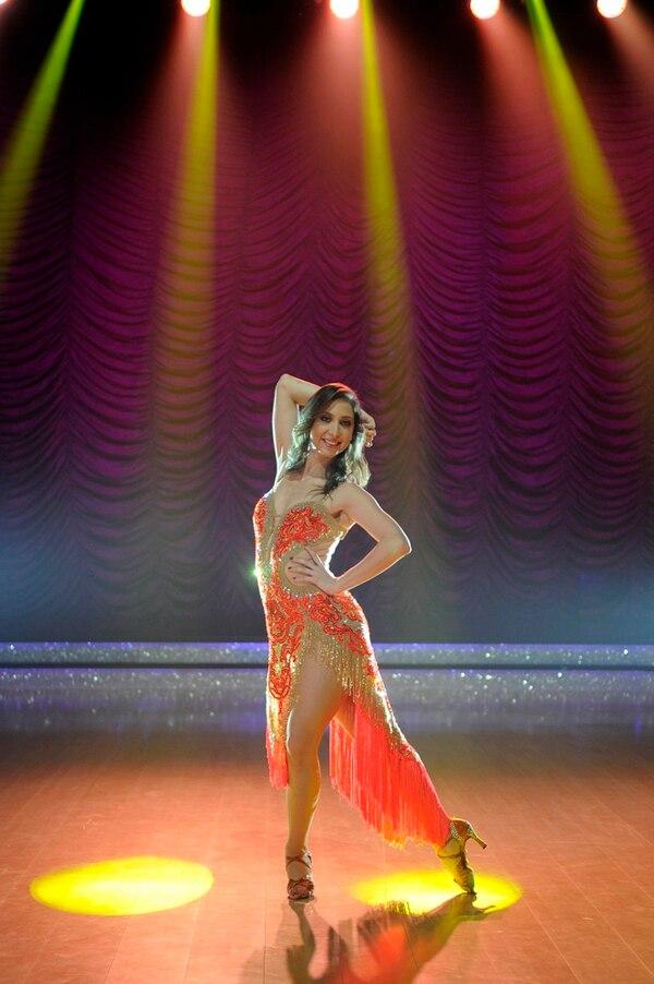 A Lucía Jiménez le encanta bailar salsa.