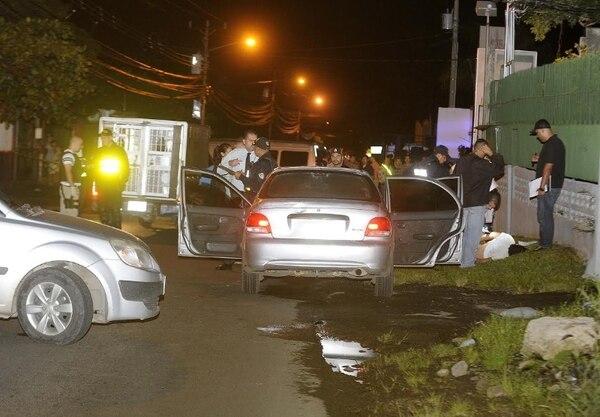 Agentes de Secuestros del OIJ y de la sede de Guápiles efectuaron a las 10:15 p.m. en San Rafael de Alajuela el arresto de tres sospechosos. Graciela Solís