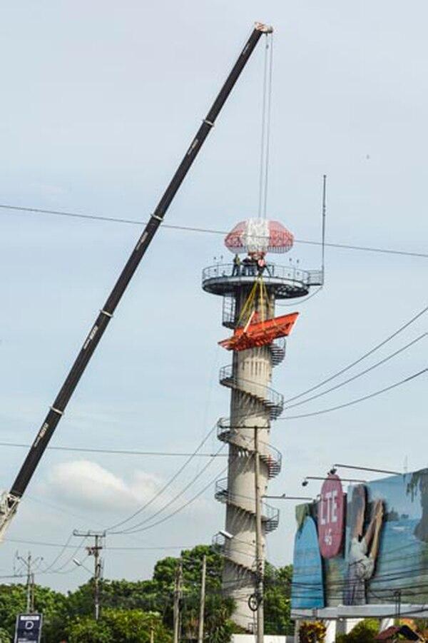Este jueves se retiró una de las piezas de la estructura visible del radar.