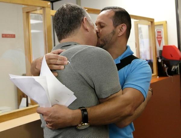 Ha sido una larga lucha de este colectivo contra las leyes estatales que, respaldadas por los votantes en 2008, prohibían los matrimonios entre personas del mismo sexo