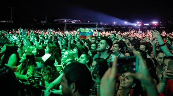 Unas 20.000 personas asistieron a Picnic. en el público no faltaron banderas de Venezuela, y artistas como Sebastián Yatra clamaron por darle