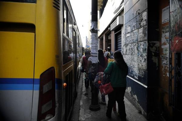 Los presuntos acosos ocurrían cerca de paradas de buses, según las denunciantes. Foto: Rafael Murillo