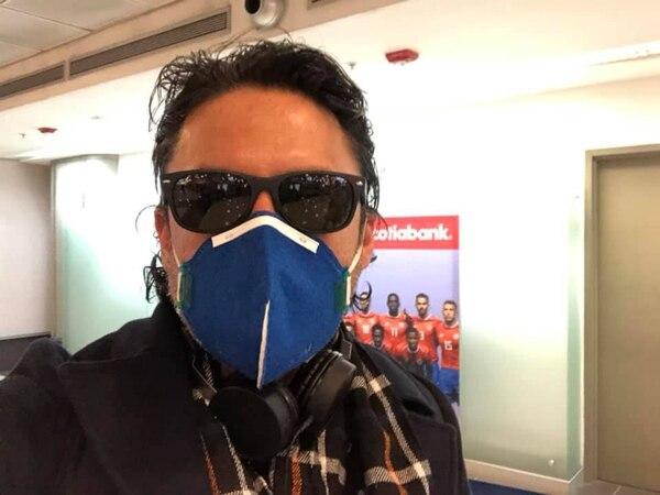 El costarricense Iván Villalobos Alpízar a su llegada al aeropuerto de Ámsterdam, en Países Bajos, donde tomó un vuelo a Costa Rica.