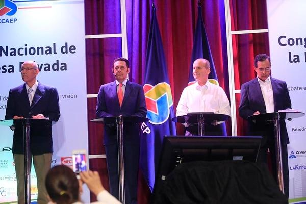Sigifredo Aiza, Antonio Álvarez Desanti, José María Figueres y Rolando González en el debate del PLN, organizado por Uccaep, el 23 de febrero del 2016.