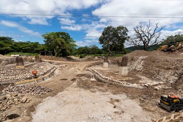 Una de las preocupaciones de la administración es la lentitud en la producción del material para la construcción de la vía. Fotografía José Cordero