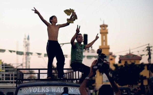 Palestinos celebran en las calles el acuerdo duradero entre Hamás e Israel.