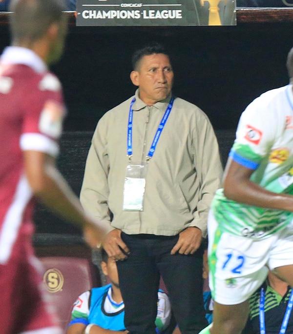 Omar Sevilla, técnico del Dragón de El Salvador. | RAFAEL PACHECO