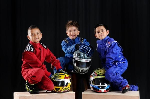 En el orden usual, Isaac Alvarado, Gianluca Zecchinato y Emil Brautigam, son tres de los cuatro pilotos que compiten en la categoría Kid Karts en el Circuito Grupo Sur del Parque Viva. Fotografía: Melissa Fernández